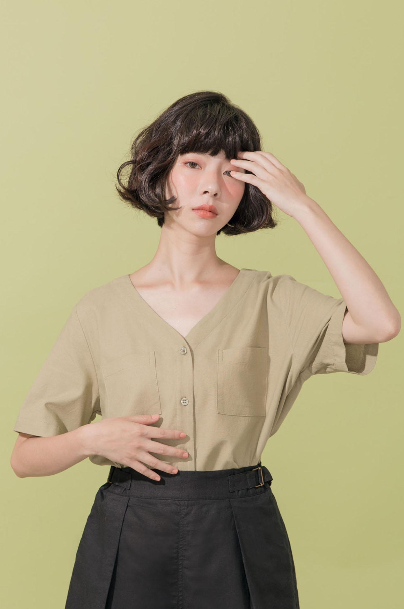 棉麻素色V領短袖襯衫