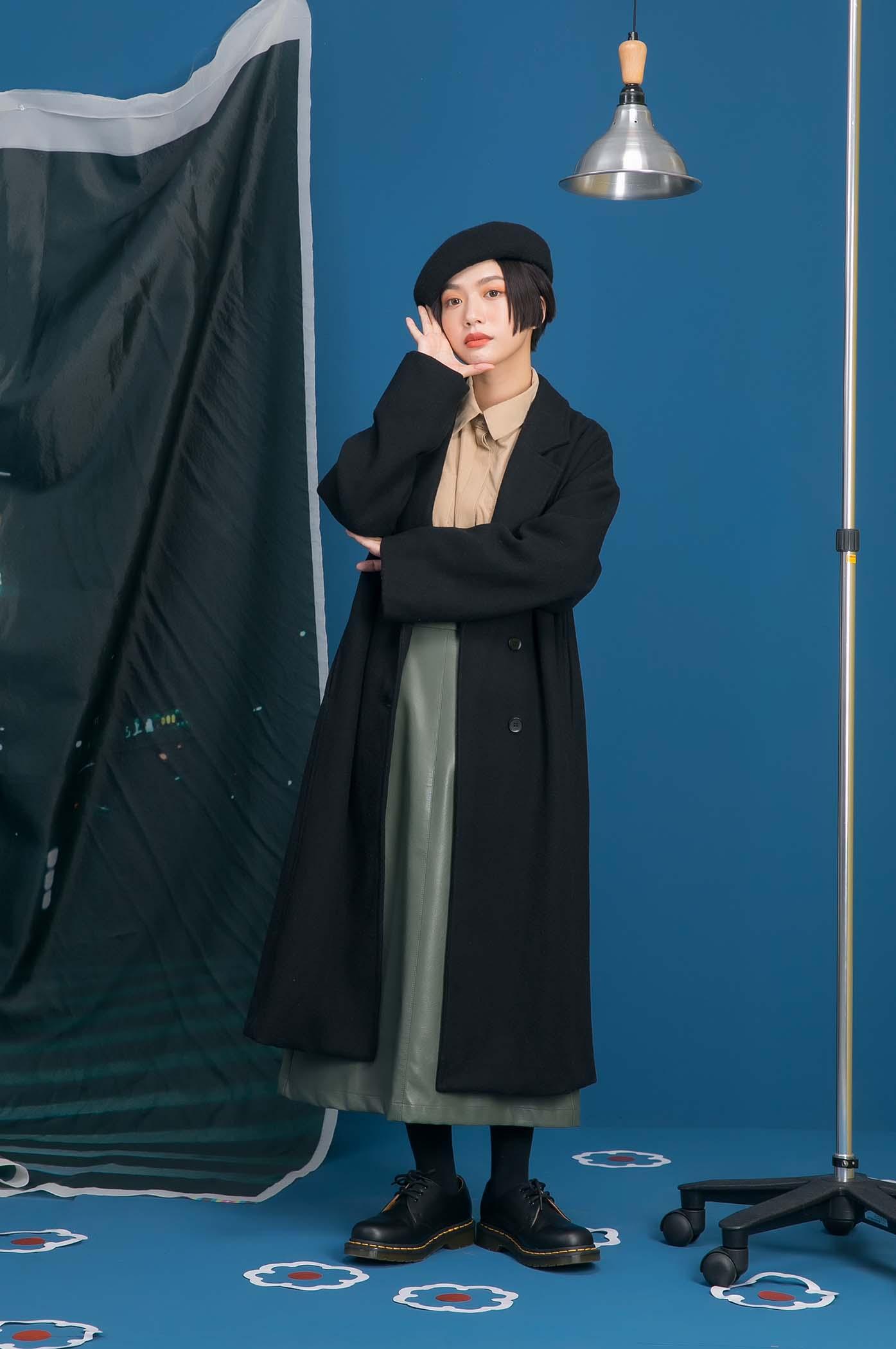 素色繭型大衣