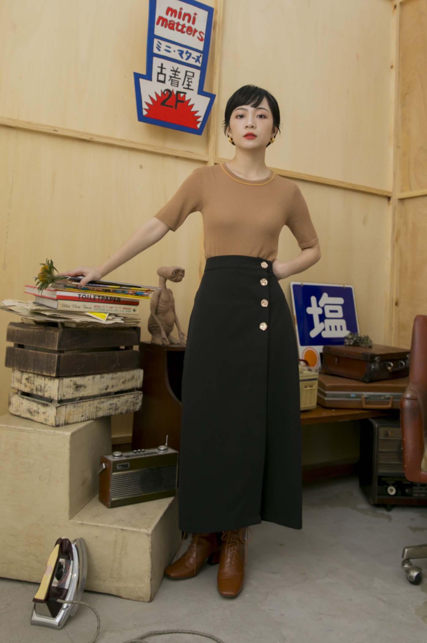 側釦合中長裙